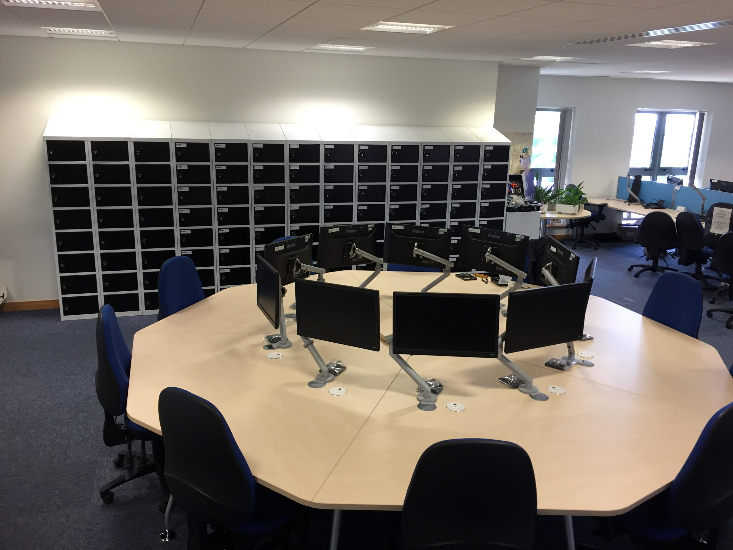 Octagonal Collaboration desk scaled